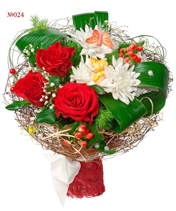 Букет из 3 роз, хризантем и зелени «Английский сад»