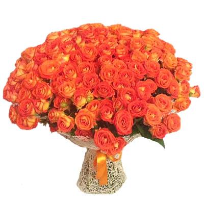 Букет из 51 кустовой розы «Янтарный блеск»