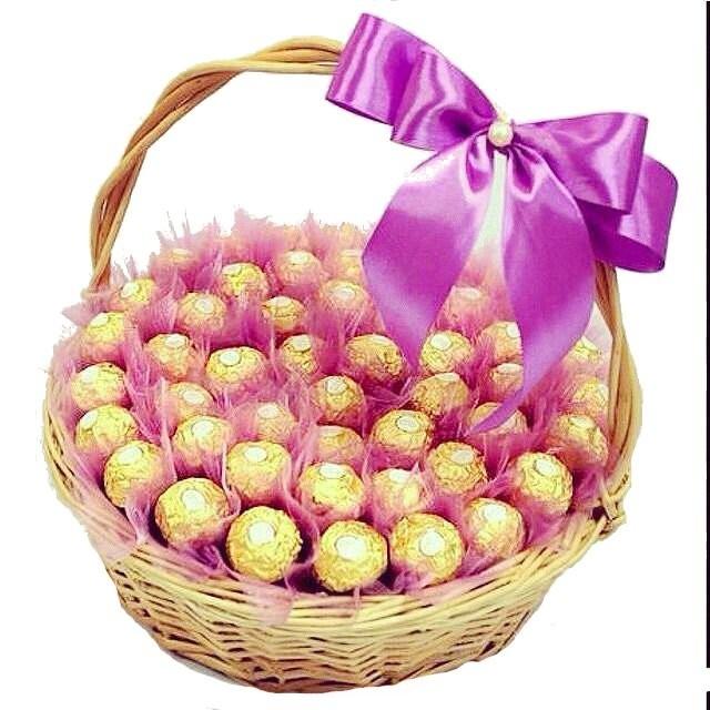 Подарочная корзина с 47 конфетами Ferrero Rocher «Вкус нежности»