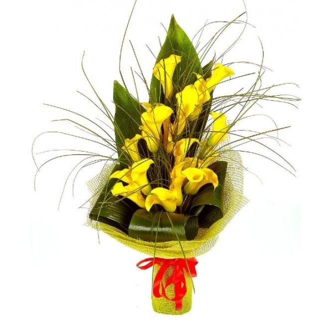 Букет из 19 жёлтых калл «Долг рыцаря»