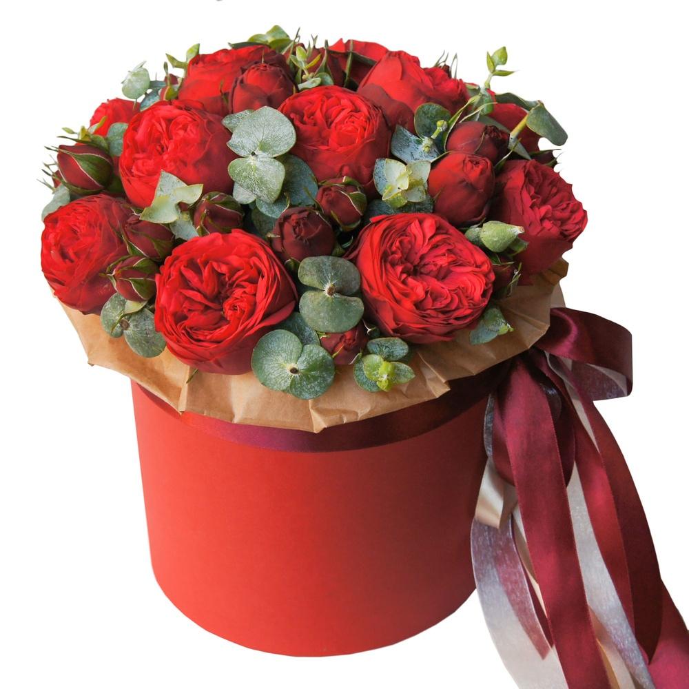Букет из 9 пионовидных красных роз в шляпной коробке. « Встреча влюбленных»