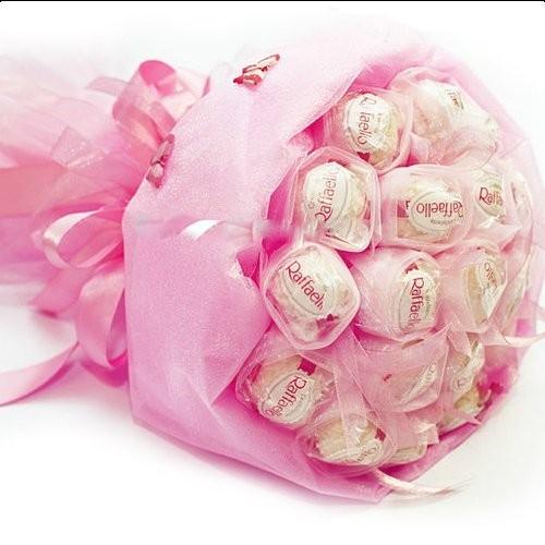 Сладкий букет из 15 конфет  Raffaello «Королевский каприз»