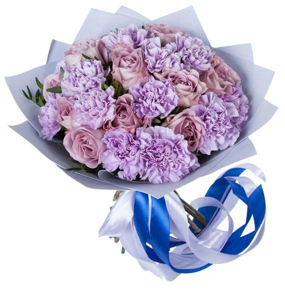 Букет из 14 розовых гвоздик, 11 роз Dolcetto и зелени «Лиловые сумерки»