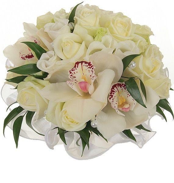 Букет невесты из 9 белых роз, 3 орхидей, 3 эустом и зелени «Счастливы вместе»