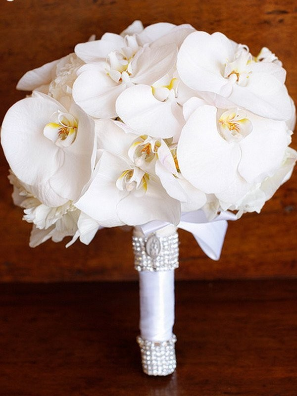 Букет невесты из 2 веток орхидеи Фаленопсис «Счастливая жизнь»