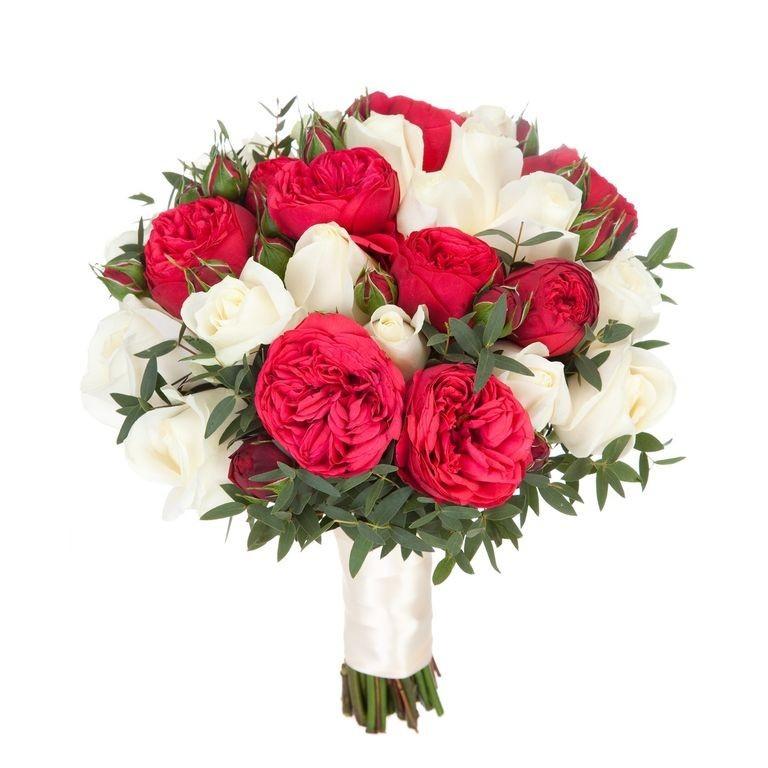 Букет невесты из 10 пионовидных роз Ред Пиано и 15 белых роз «Мечты сбываются»