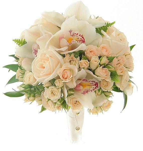 Букет невесты из 5 орхидей, 5 одноголовых и 7 кустовых кремовых роз «Идеальная пара»