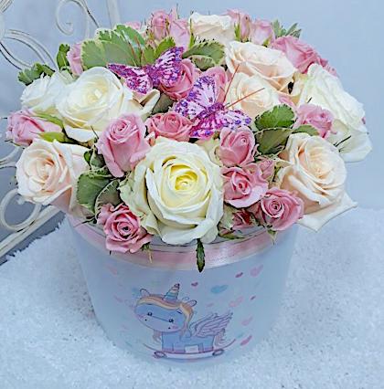 Букет из 15 роз и 9 кустовых роз «Полёт чувств»