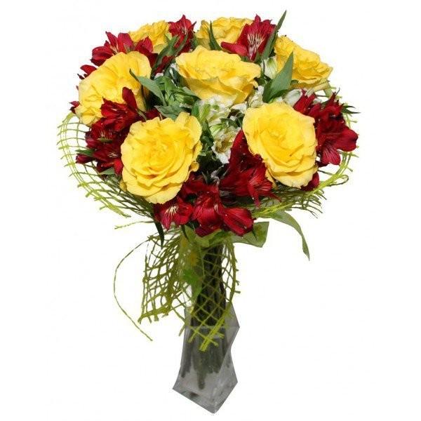 Букет из 9 жёлтых роз и альстромерий «Цветочная комета»