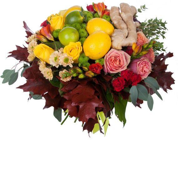 Букет из роз, фрезий, хризантем, лимонов, лайма и имбиря «Пряный букет»