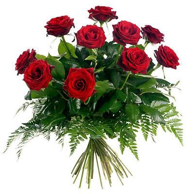 Букет из 11 красных роз из папоротника «Благородная классика»