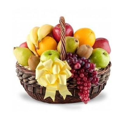 Фруктовая корзина с виноградом, апельсинами и сладкими фруктами «Фруктовый пир»