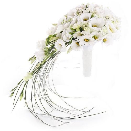 Букет невесты из 15 лизиантусов и 10 фрезий «Созвучие сердец»