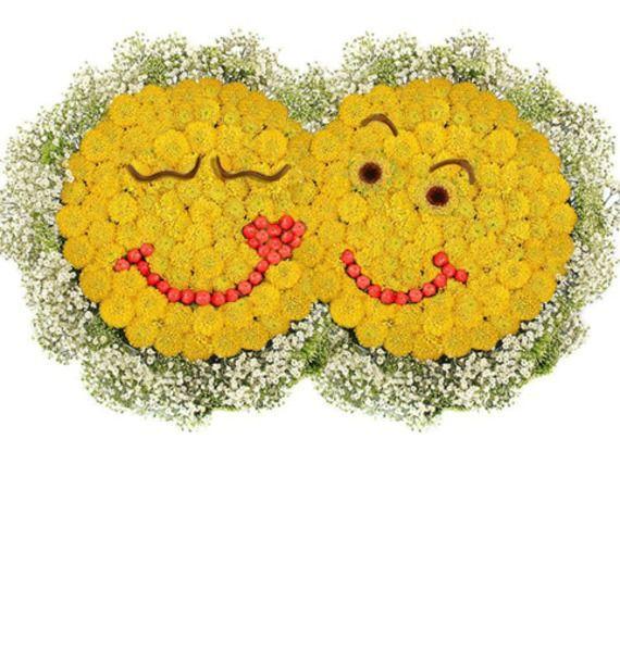 Цветочная композиция из 35 кустовых хризантем «Парочка смайликов»
