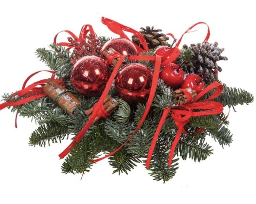 Новогодняя композиция с натуральным лапником, шишками, свечами и лентами «Хрустальный звон»