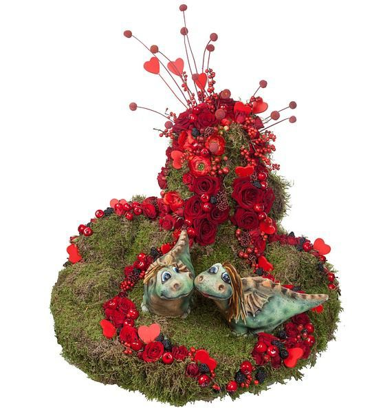 Цветочная композиция из 20 Роз Гран При, краспедий, мха, ежевики и декора «Древо любви»