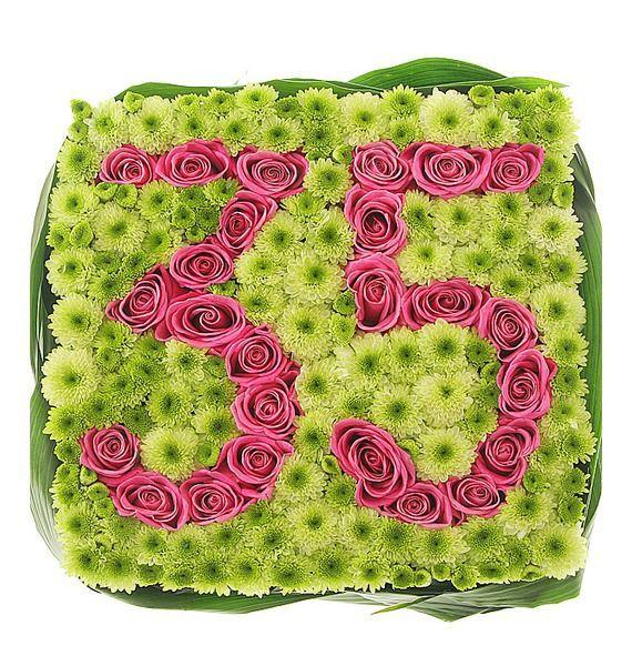 Цветочная композиция из 25 розовых роз и 40 зелёных кустовых хризантем «Подарок на юбилей»