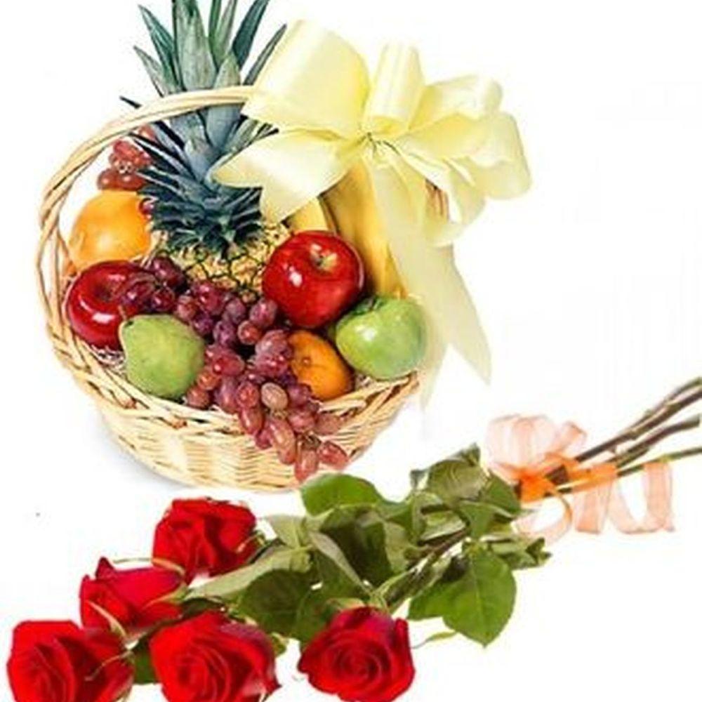 Подарочный набор букет из 5 красных роз и корзина с фруктами  «Мгновенье праздника »
