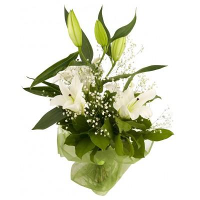 Букет из белых лилий и зелени «Лилейный сон»