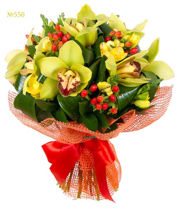 Букет из 10 фрезий, 9 орхидей и зелени «Лаириэль»