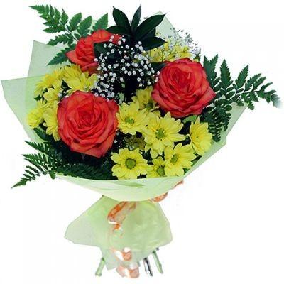 Букет из 3 роз и 3 кустовых хризантем «Праздничные искры»