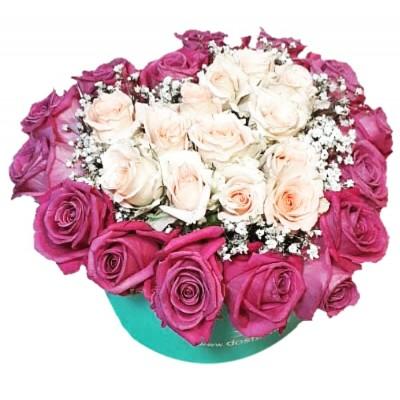 Цветы в коробке  с 15 одноголовыми и 3 кустовыми розами «Трепещущее сердце»