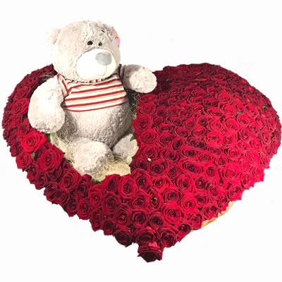 Цветочная композиция из 251 красной розы и мишки Тедди «Порыв любви»