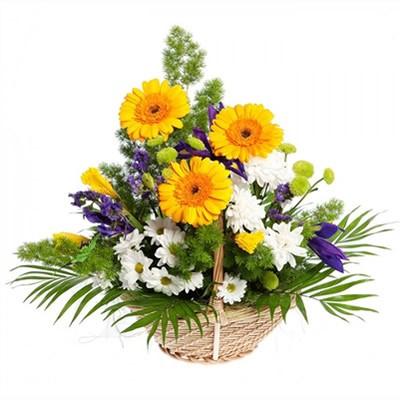 Корзина цветов с 3 герберами, 5 ирисами и 5 хризантемами «Цветочное оригами»