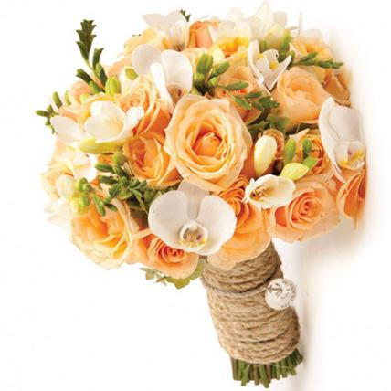 Букет невесты из 15 роз, 9 фрезий и 5 орхидей «Свадебные колокола»