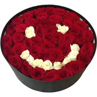 Цветы в коробке  с 51 розой «Улыбка роз»