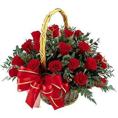 Корзина цветов с 25 красными розами и зеленью «Ля Фам»