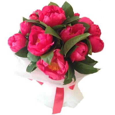 Букет из 13 розовых пионов «Ребекка»