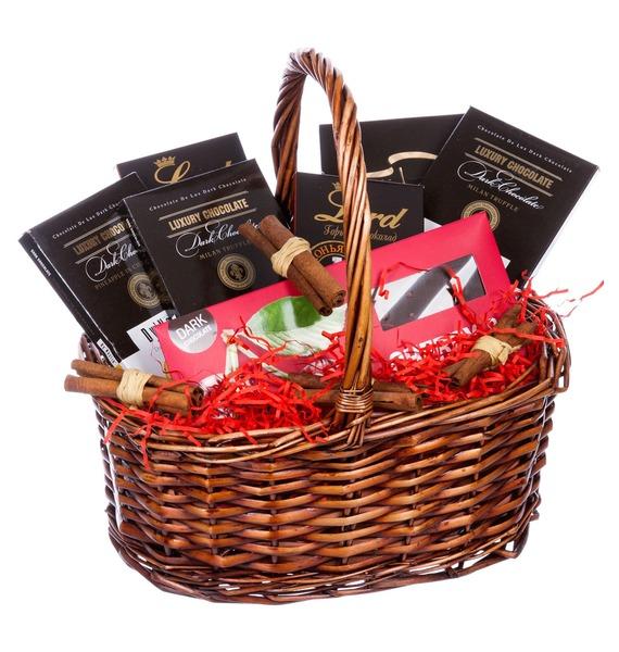 Подарочная корзина с ассортиментом шоколада «Маленькая мечта»