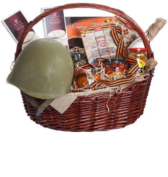 Подарочная корзина со сладостями, консервами, каской и водкой BELUGA NOBLE «Военная тайна»