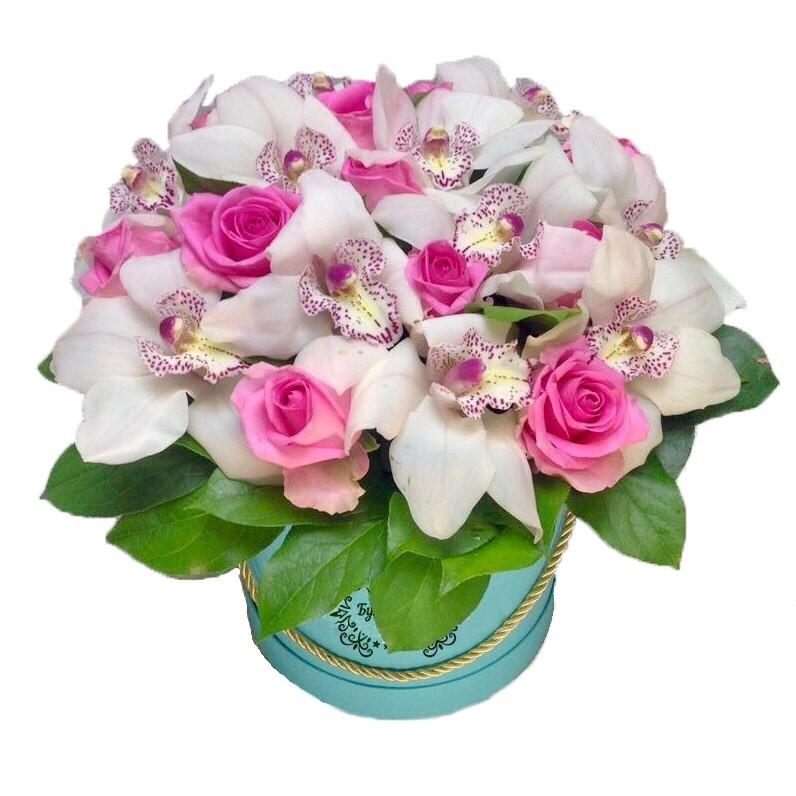 Цветы в коробке  с 11 белыми орхидеями и 10 розовыми розами «Завтрак у Тиффани»