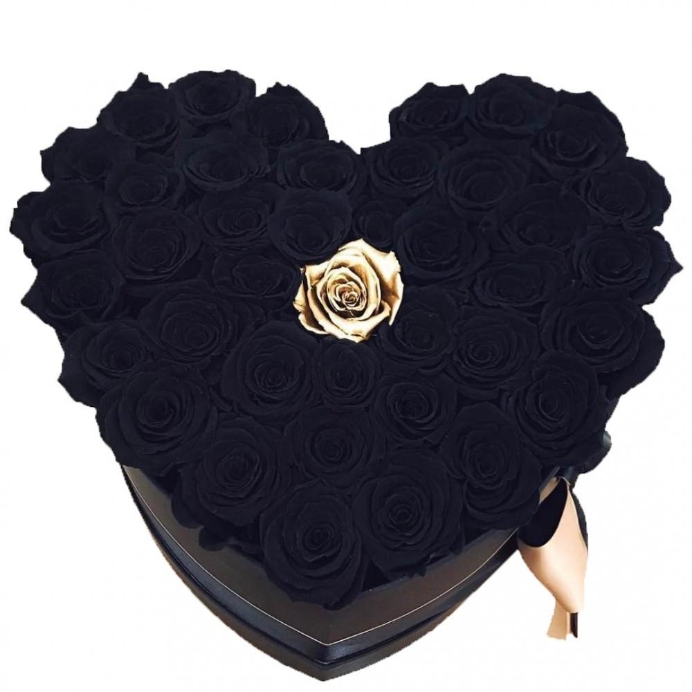 Букет из черных роз с золотой в центре в коробке в форме сердечка  «Место для тебя»