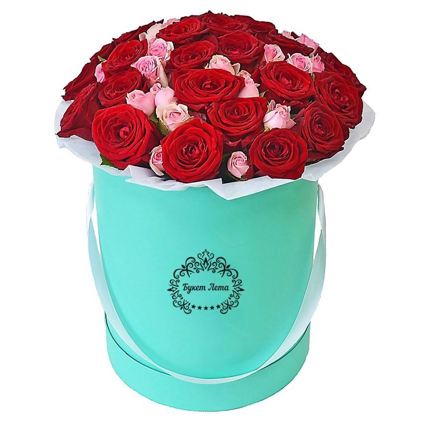 Цветы в шляпной коробке с 25 одноголовыми и 6 кустовыми розами «Мэри Поппинс»