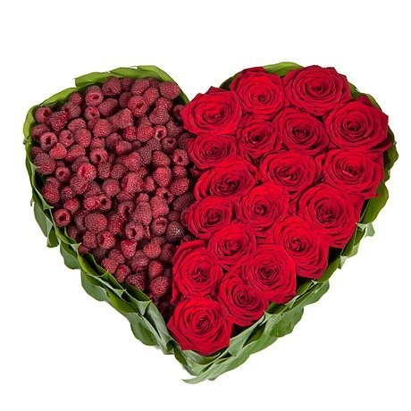 Цветочная композиция из 19 красных роз Гран При и малины «Ягодный блюз»