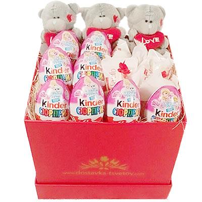 Подарочная коробка с 8 киндер-сюрпризами, 3 мишками и 5 конфетами Raffaello «Десерт феи»