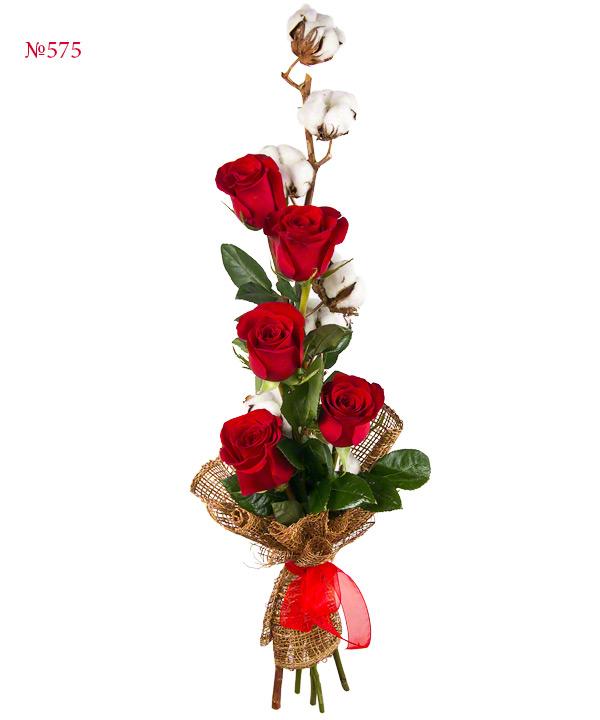 Букет из 5 роз и хлопка «Маяк любви»
