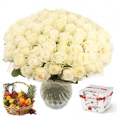 Подарочный набор букет из 101 розы, фруктовая корзина и конфеты Raffaello «Седьмое облако»