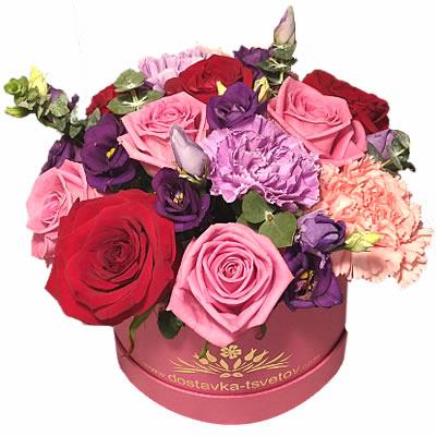 Цветы в коробке  с 9 розами, 4 гвоздиками и 2 эустомами «Королевская тиара»