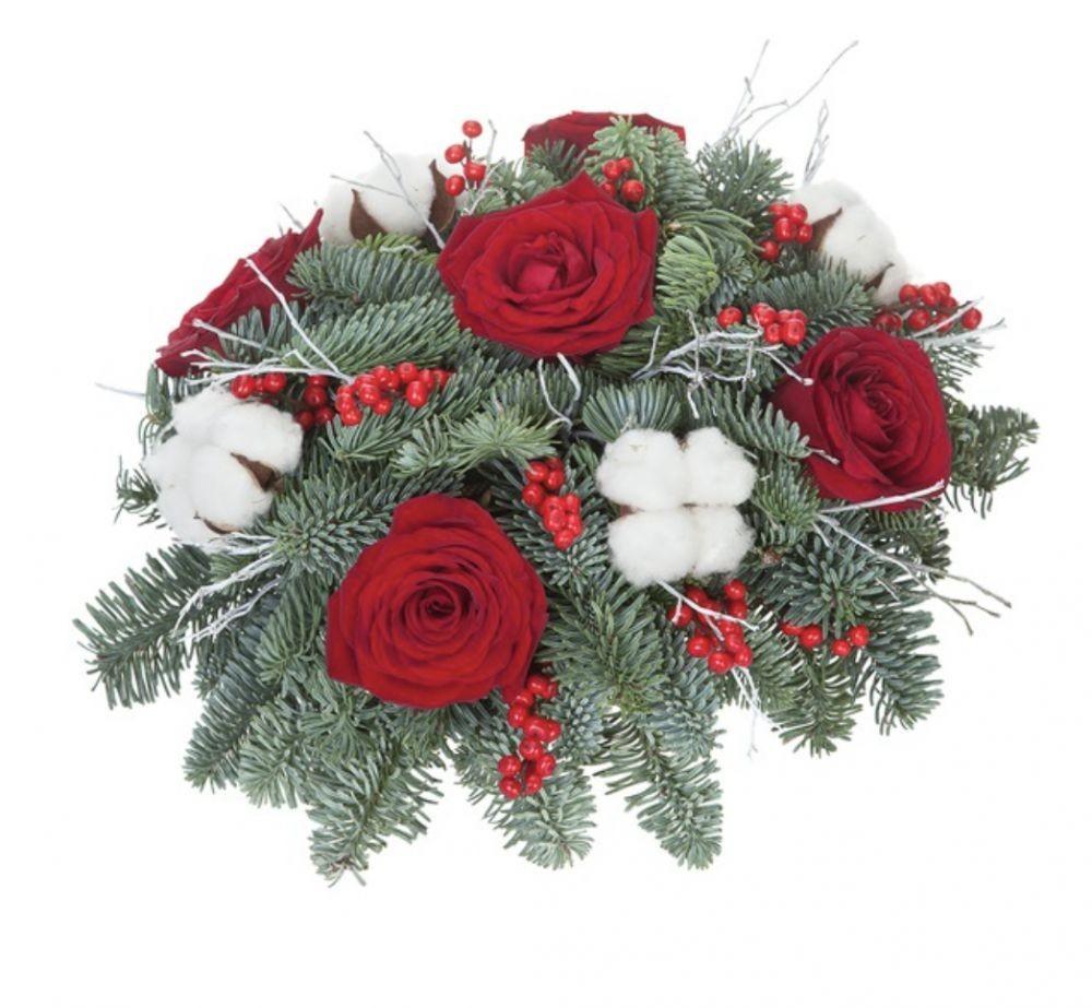 Новогодняя композиция из 5 красных роз, лапника, хлопка и гиперикума «Зимняя баллада»