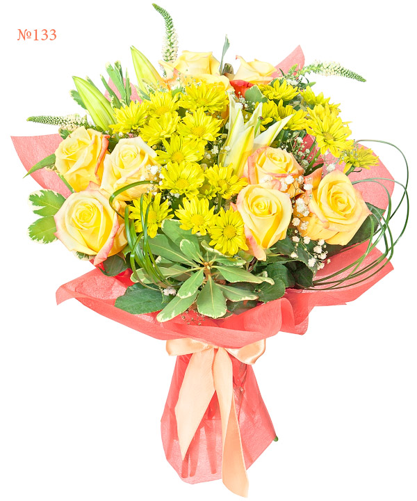 Букет из 9 роз, 3 кустовых хризантем, ветки лилии и зелени «Лимонный крем»